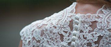 Suknia ślubna z koronkami
