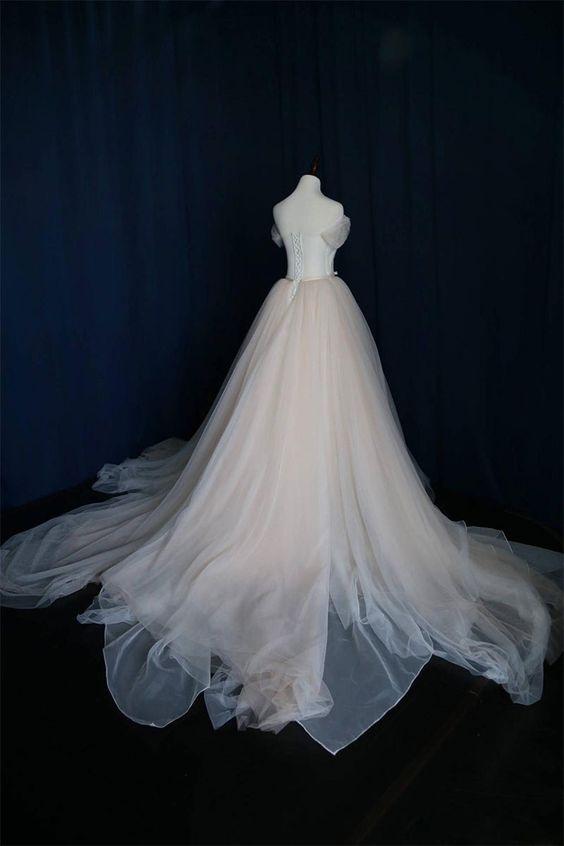 Tiulowy dół sukni