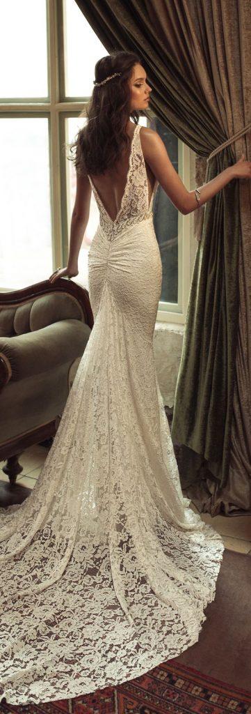 suknia ślubna vintage z dekoltem