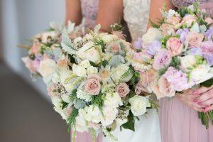 Kwiaty na wesele, mnóstwo kwiatów! Dekoracje późno letniego wesela
