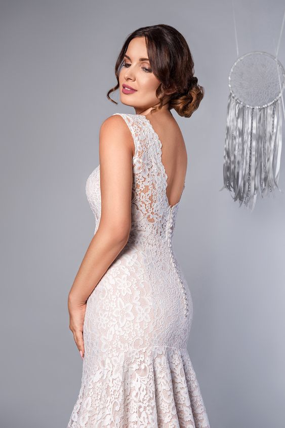 suknia ślubna Krój rybki i dekolt na plecach