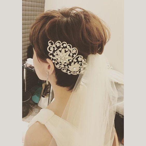 krótkie fryzury ślubne i welon