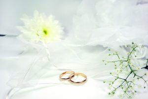 Niech symbole Waszej miłości będą wyjątkowe! Obrączki ślubne z jakiego typu złota warto wybrać?