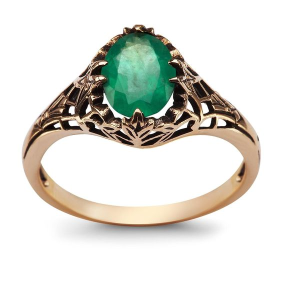 pierścionek zaręczynowy ze szmaragdem