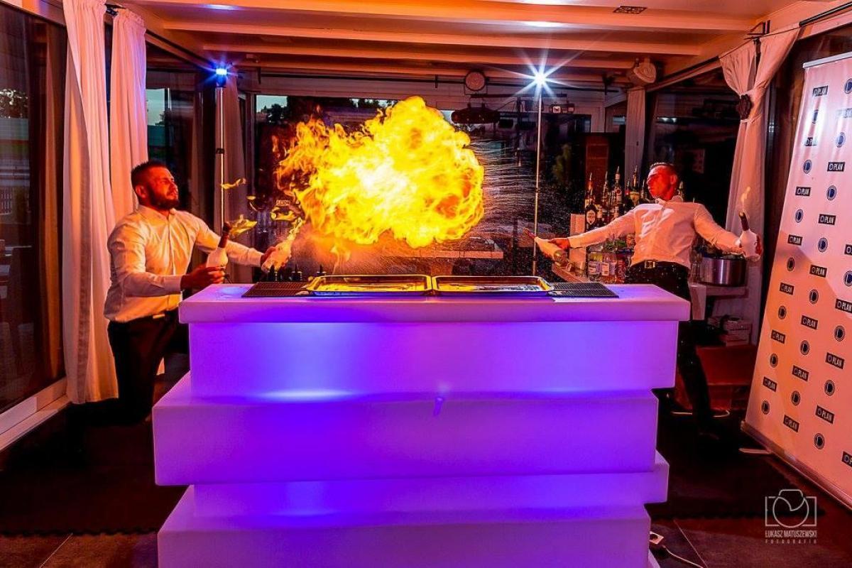 Agencja Bramańska Barmans Flair Team Pokazy Barmańskie Flair , Barman na wesele