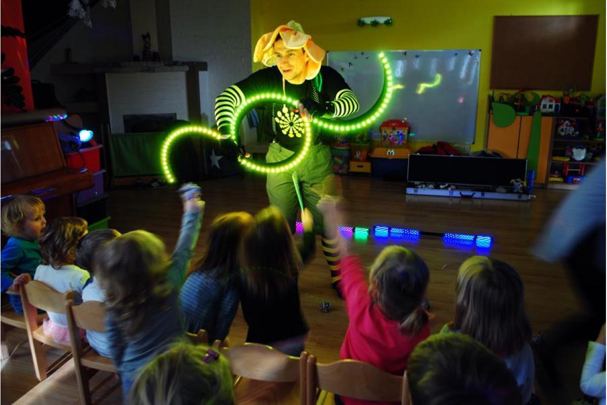 Animator weselny /Zabawy przy użyciu ŚWIATŁA i OGNIA/ Bajki pisane światłem