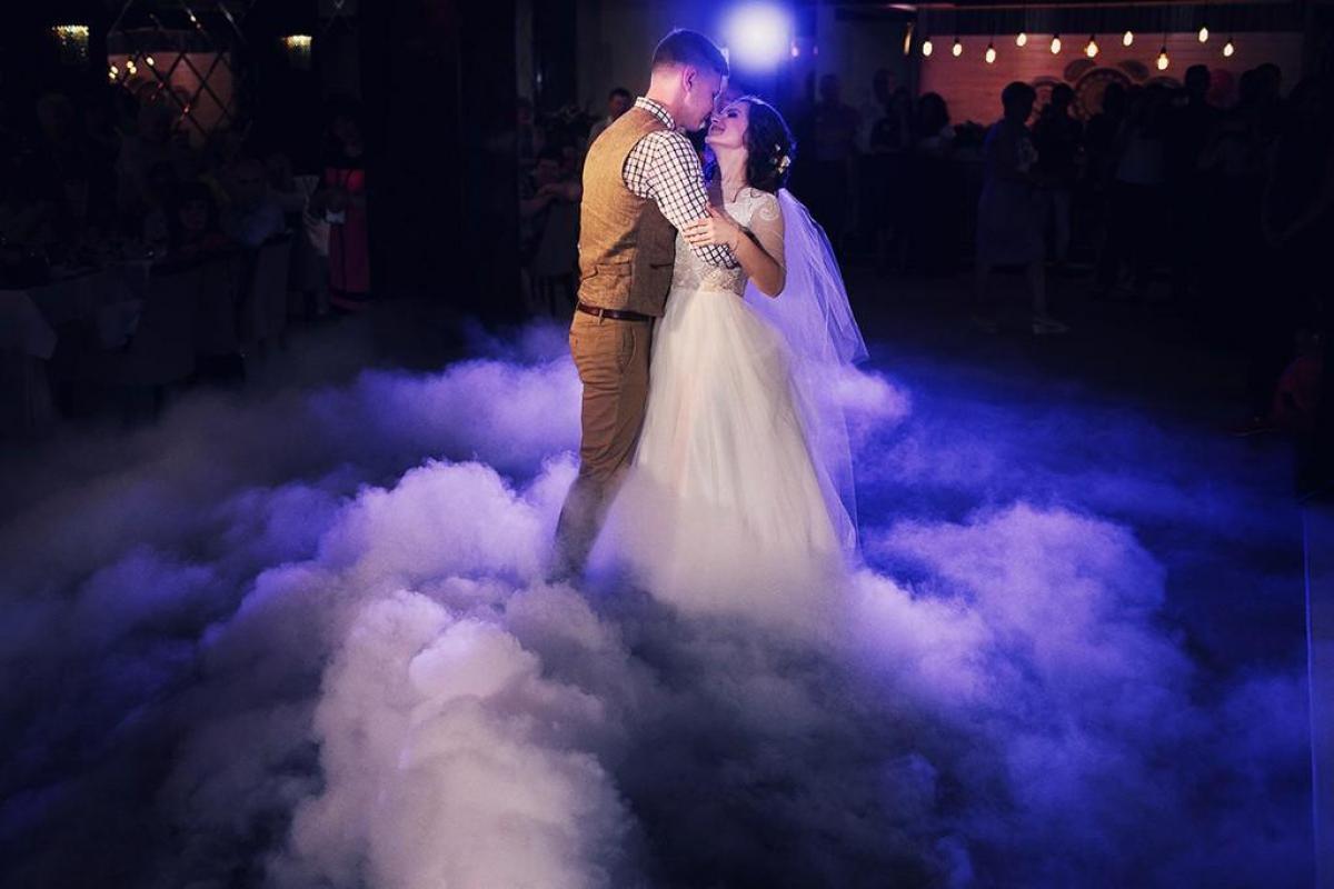 Wyjątkowy pierwszy taniec Ciężki dym Taniec w chmurach