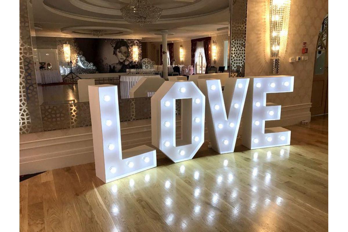 Napis love Led 100cm wolne terminy 2018/19