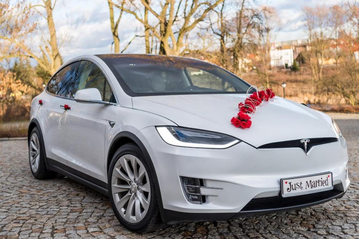 Elektryczna Tesla X- wyjątkowe auto do ślubu