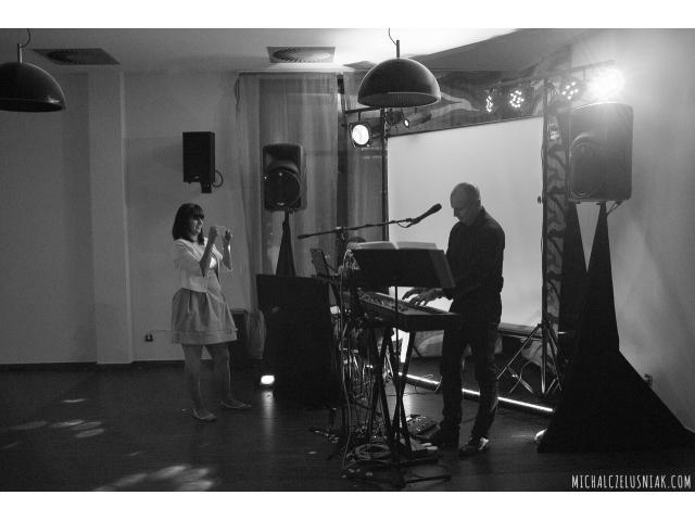 duet dj konferansjer oraz pianista i wokalista tłumacz ang.