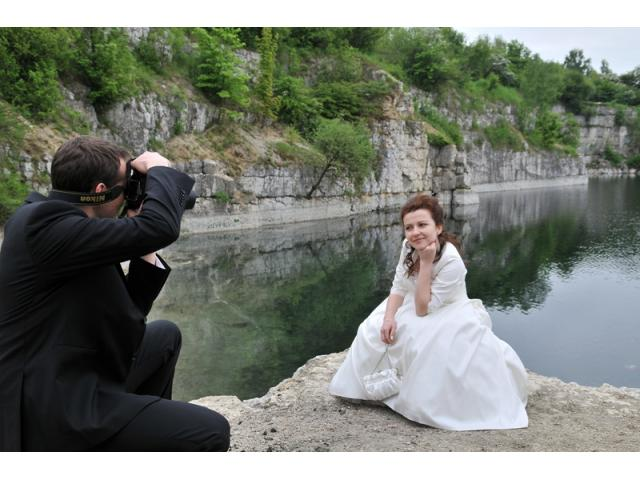 Fotografia ślubna, plener zdjęciowy w winnicy.