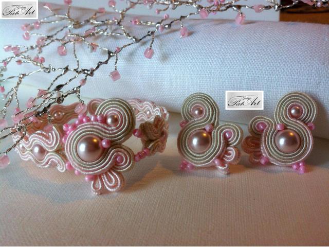 Delikatna pudrowa biżuteria ślubna