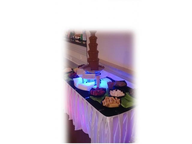 Fontanna czekoladowa na wesele 3 i 4 poziomowa