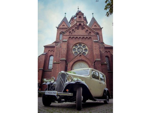 Zabytkowy samochód do ślubu