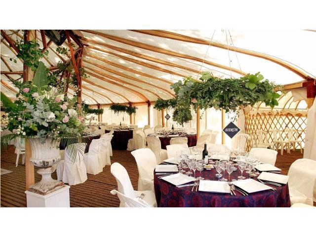 Jurty weselne w ogrodach Pałacu w Paszkówce