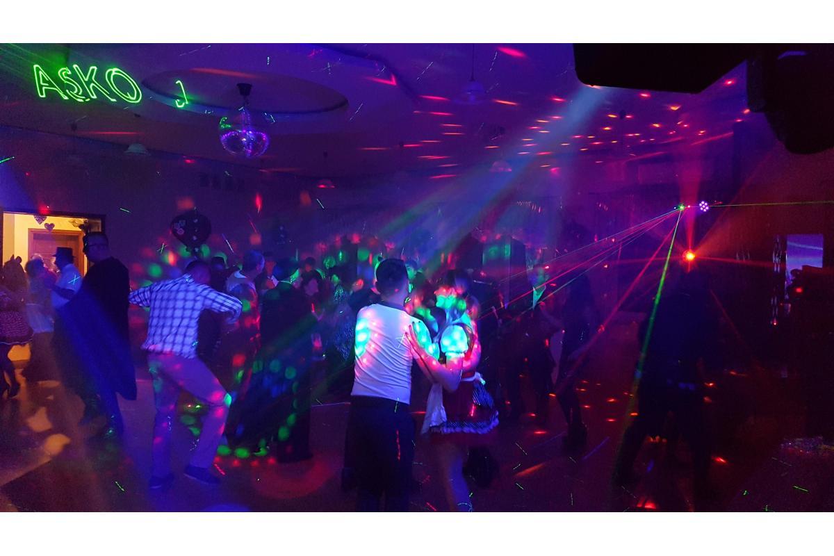 Pierwszy taniec w chmurach ,oświetlenie laserowe i dyskotekowe
