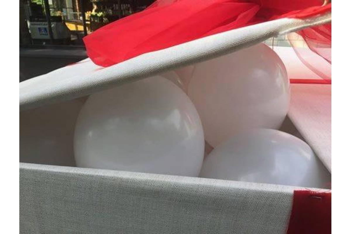 Skrzynia niespodzianka z balonami