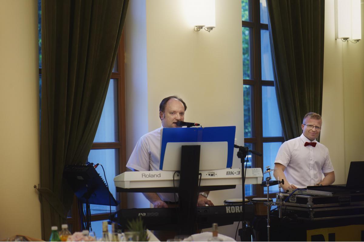 DJ i Wodzirej weselny z akordeonem oraz wokalistką