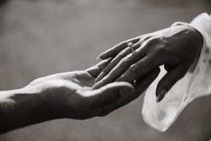 Idealne paznokcie Panny Młodej. Jaki manicure dla Panny Młodej?