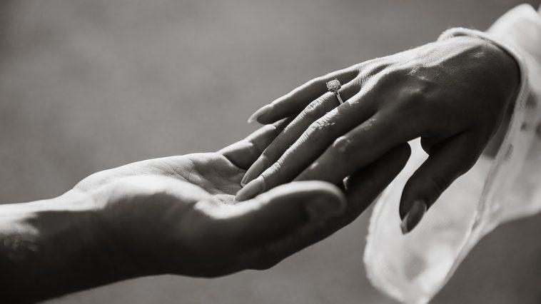Jaki manicure dla Panny Mlodej