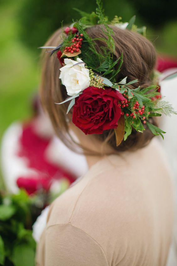 Czerwony wianek ślubny