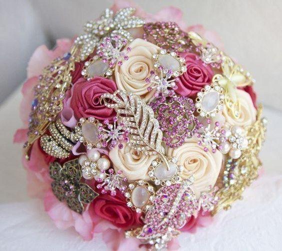 Biżuteria w bukietach ślubnych