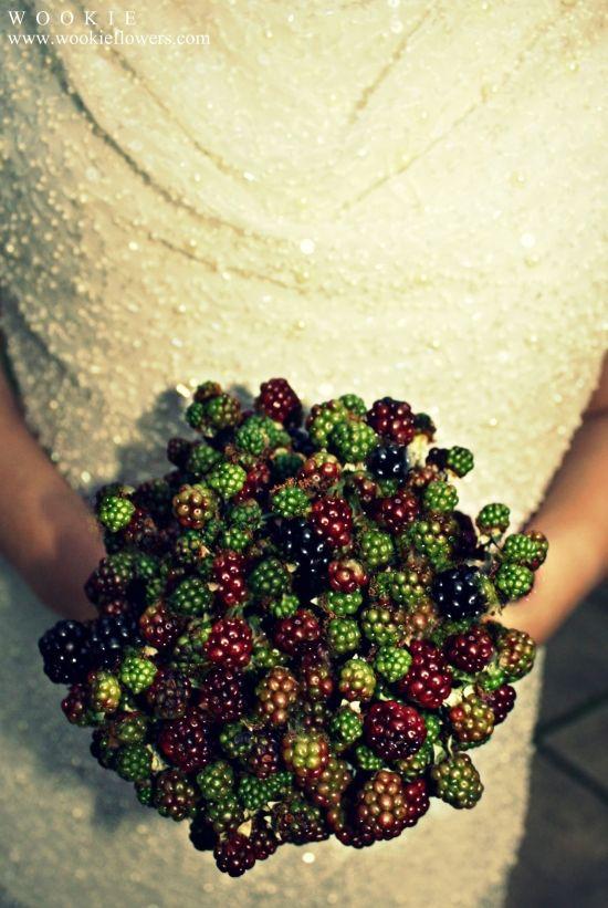 owocowe dodatki do bukietu ślubnego